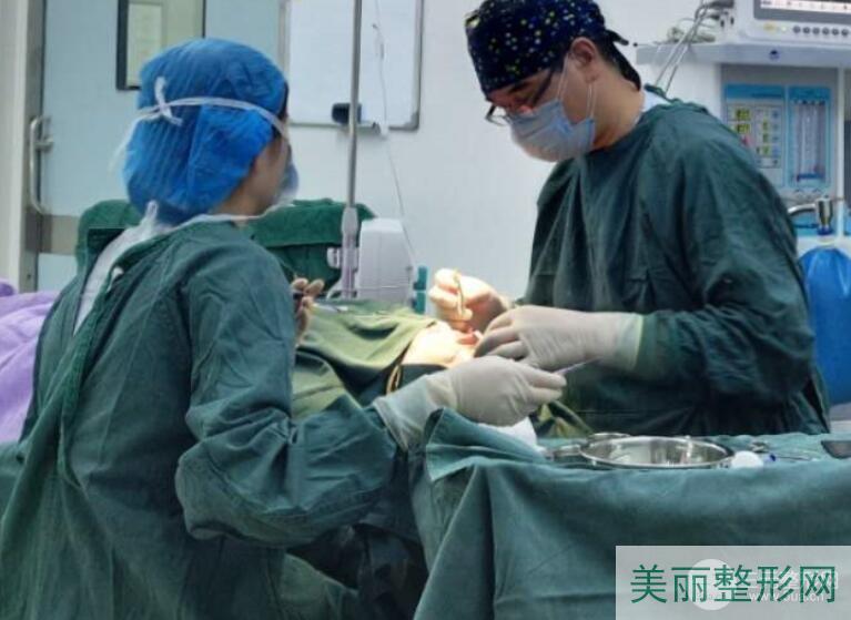 西京医院整形科隆鼻术中